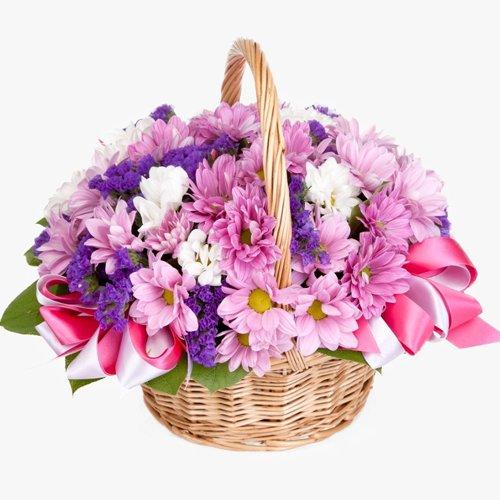 Корзина с хризантемами в розовых тонах