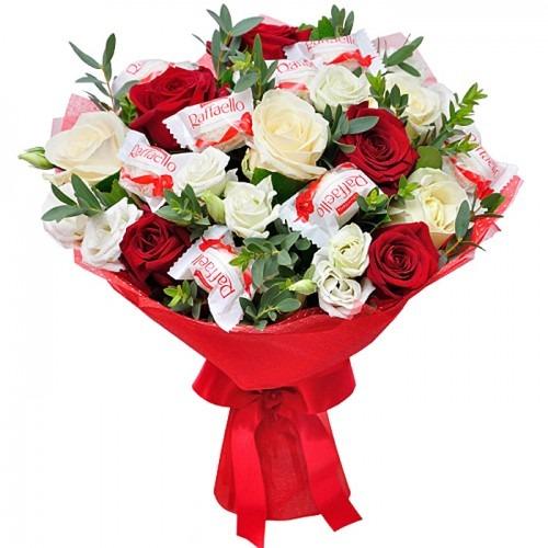 Букет из роз и «Рафаэлло»