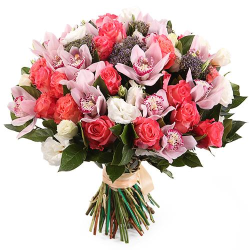 Нежный букет с розами и орхидеями