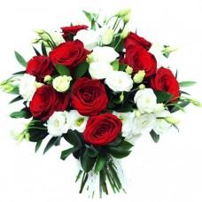 Букет из красных роз и белой эустомы